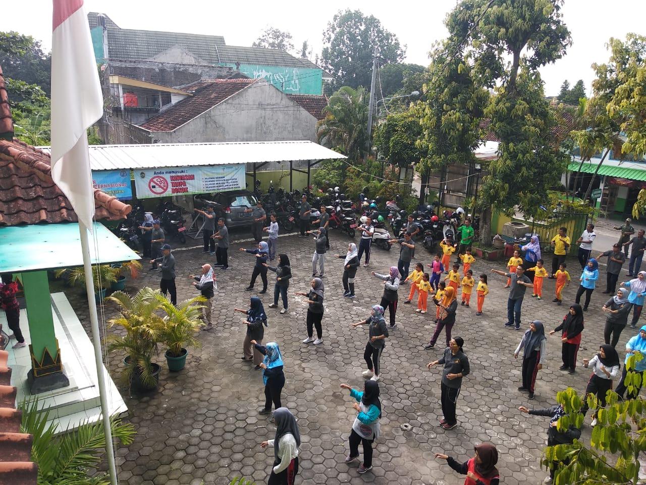 Olah Raga Bersama Kecamatan Kotagede dan Lintas Sektoral di Kelurahan Rejowinangun