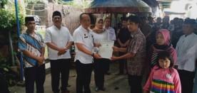 Penyerahan Akta Kematian kepada Bpk Suyatman RT 17 RW 06 Kel.Rejowinangun