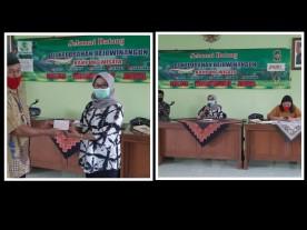 Penyerahan buku rekening BNI kepada warga penerima Bantuan Stimulan Perumahan Swadaya ( BSPS)  di Kelurahan Rejowinangun