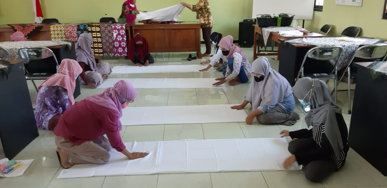 Pelatihan Cluster Kerajinan-Peningkatan ekonomi dengan Varian Batik Shibori-2
