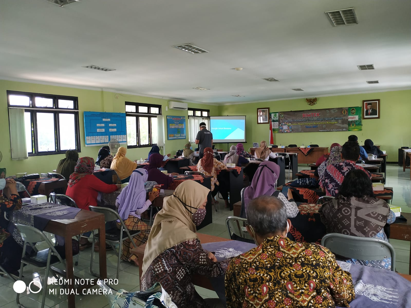Bimbingan Teknis Pemasaran Online bagi Pelaku Usaha di Kelurahan Rejowinangun